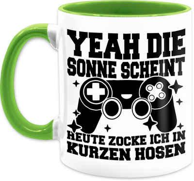 Shirtracer Tasse »Yeah die Sonne scheint! Heute zocke ich in kurzen Hosen - schwarz - Kaffeetasse mit Spruch - Tasse zweifarbig«, Keramik, Statement Teetasse