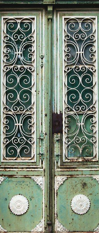 Fototapete, Livingwalls, »Türtapete 2.0 Motiv Paris« in grün