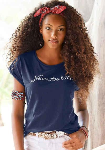 """Beachtime T-Shirt mit modischem Sprüche Frontdruck """"Never too late"""""""
