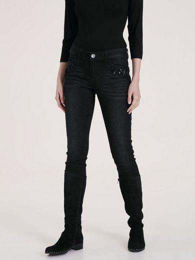 Jeans mit Pailetten und Schmuckelementen