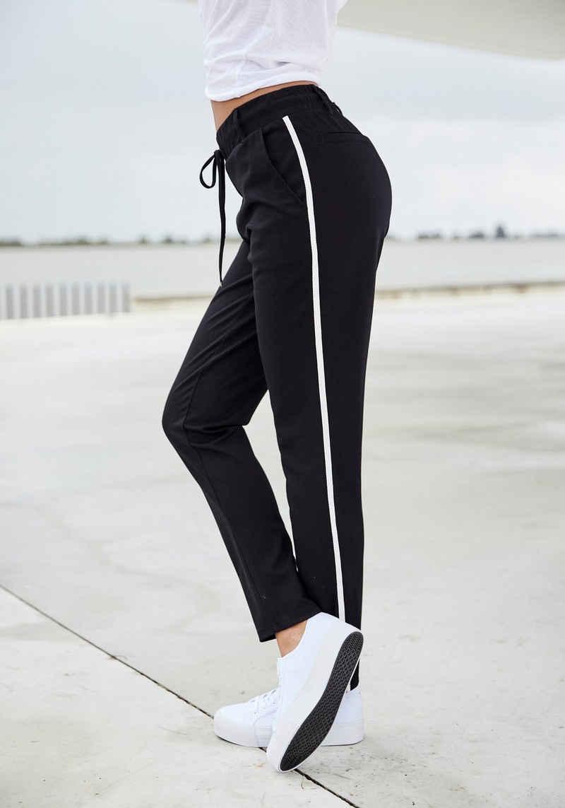 Bench. Jogger Pants mit sportlichen Seitenstreifen