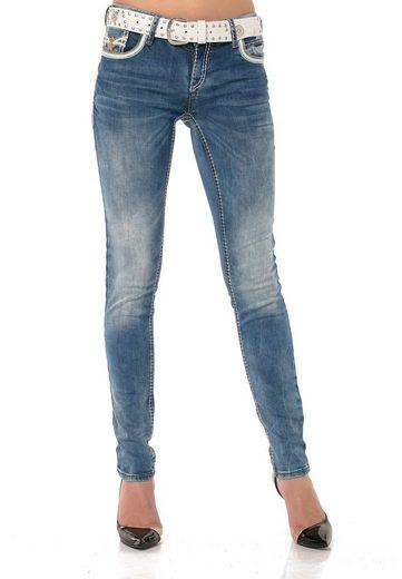 Cipo & Baxx Bequeme Jeans im angesagten Schnitt und coolem Gürtel