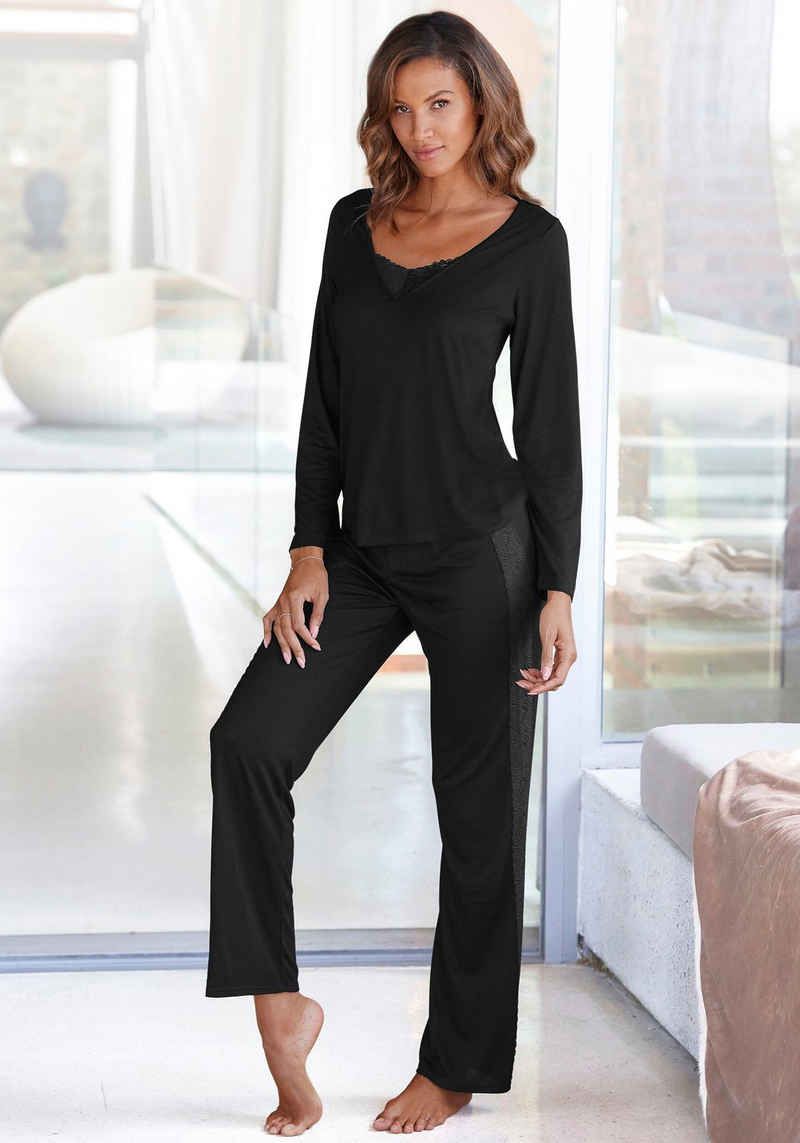 LASCANA Pyjama mit Details aus Spitze