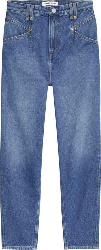 Tommy Jeans Mom-Jeans »MOM JEAN KP UHR TPRD AE736 SMBR« mit modischen Abnähern vorn & Tommy Jeans Logo-Badge