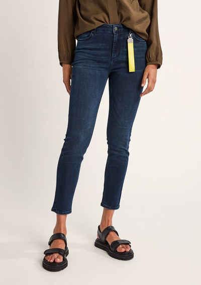 comma casual identity 5-Pocket-Jeans »Skinny: Jeans mit Schlüsselanhänger« Waschung, Leder-Patch