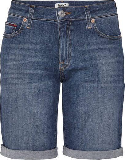 TOMMY JEANS Bermudas »MID RISE DENIM BERMUDA VCTL« mit Beinabschluss zum Krempeln & Tommy Jeans Logo-Badge
