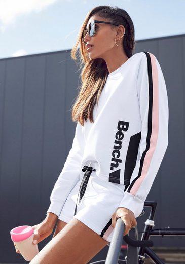 Bench. Sweater kurze Form mit Kontraststreifen