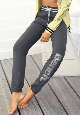 Bench. Sweatpants su Logodruck in Metalloptik...