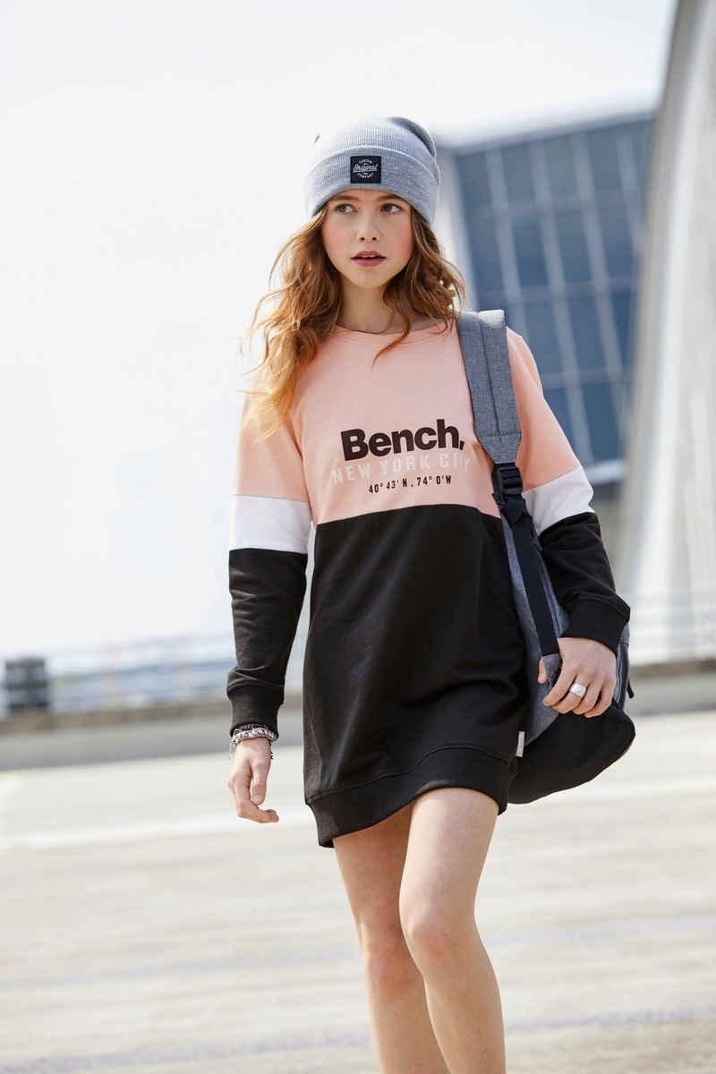 Bench. Sweatkleid in lockerer kurzer Form