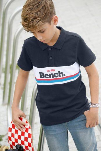 Bench. Poloshirt mit Streifen und Druck