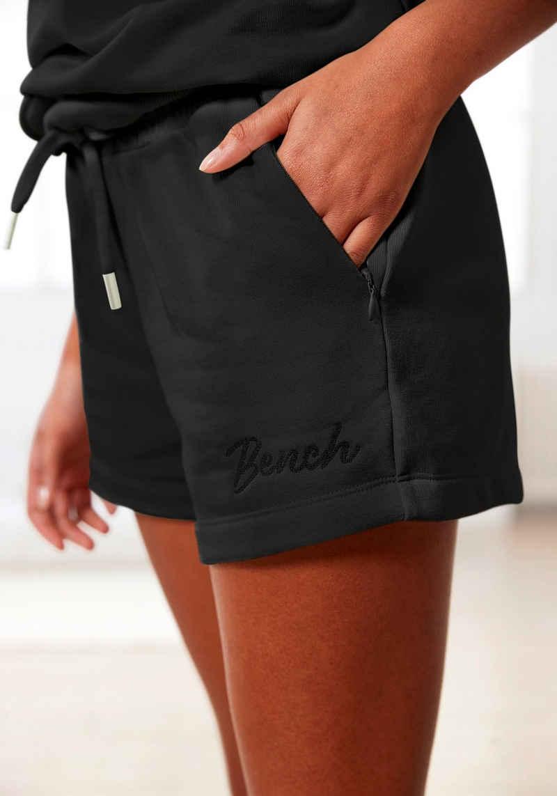 Bench. Shorts mit Reißverschlusstaschen