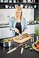 RÖSLE Santokumesser »Rockwood«, scharfes Küchenmesser zum Schneiden von Fleisch, Fisch, Geflügel und Gemüse, Kullenschliff, Klingenspezialstahl, ergonomischer Griff, rotbraunes Pakkaholz, Bild 5