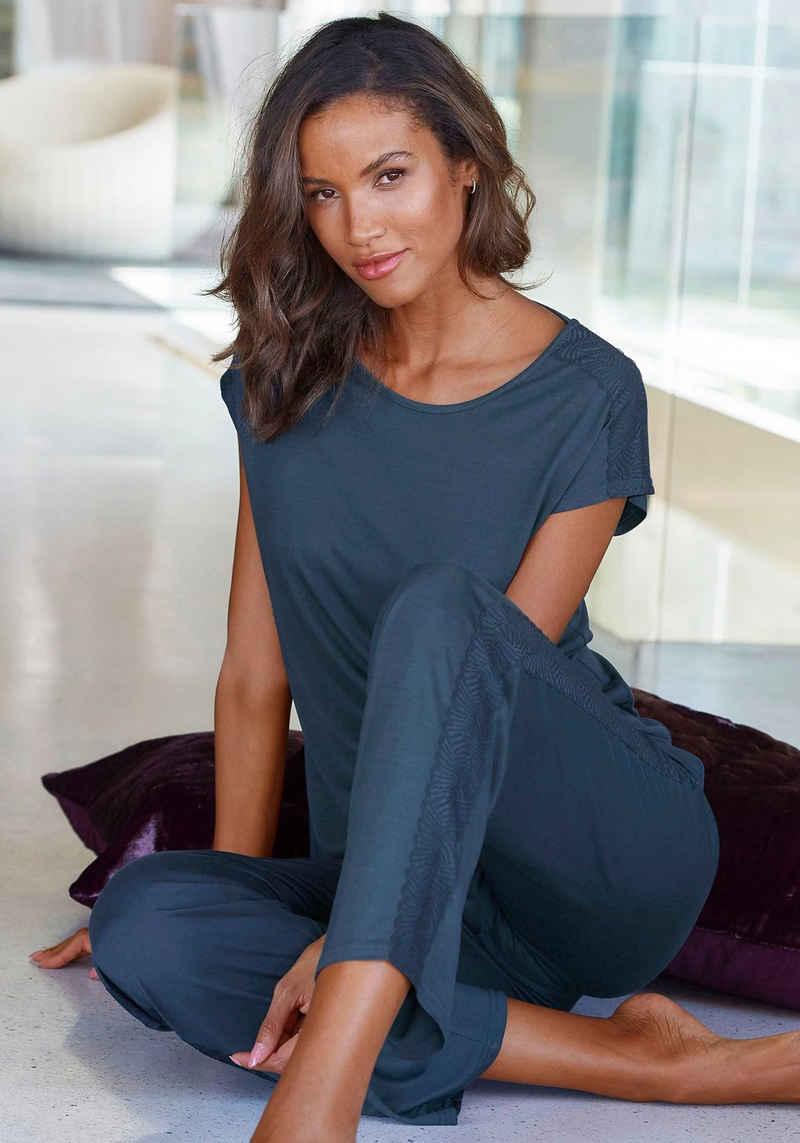 LASCANA Pyjama mit aufgesetzten Spitzen-Details