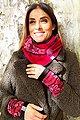 Wishproject® Dreieckstuch »Bordeaux Blüten, XXL Tuch, Kapuzenschal, Bolero, LoopSchal«« Hergestellt in Deutschland, Variierbar mittels Knopf und Schlaufe, Bild 2