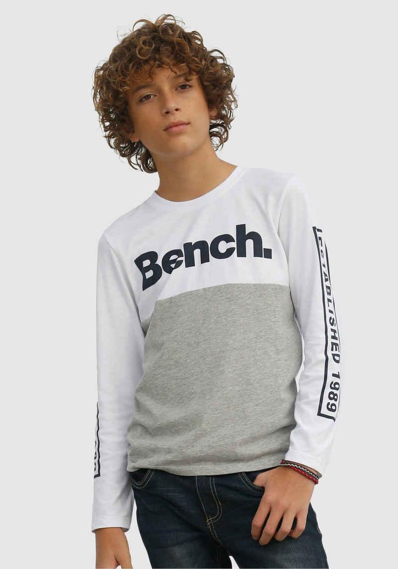 Bench. Langarmshirt mehrfarbig und mit Drucken