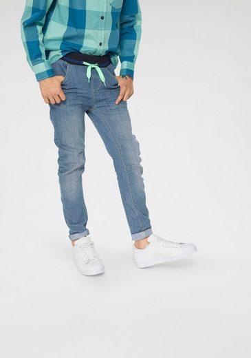 Bench. Schlupfjeans mit schmalem Bein, O-Shape-Style