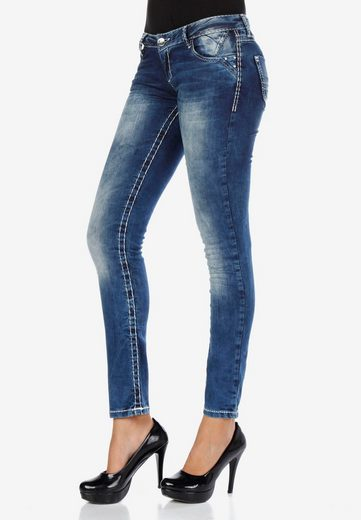 Cipo & Baxx Slim-fit-Jeans mit coolen Nahtdesigns in Straight Fit