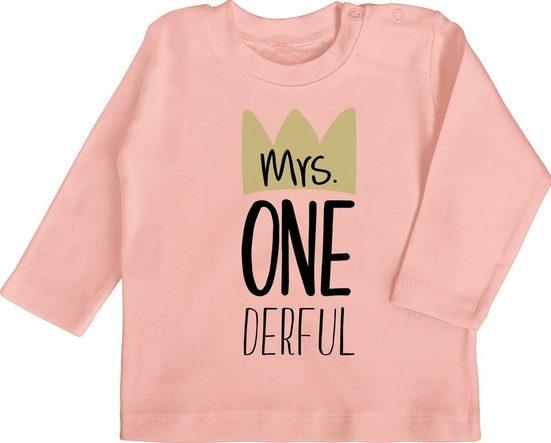 Shirtracer T-Shirt »Mrs One Derful - Baby Geburtstag Geschenk - Baby T-Shirt langarm« Geburtstagsgeschenk Ideen Kleidung Strampler Babykleidung