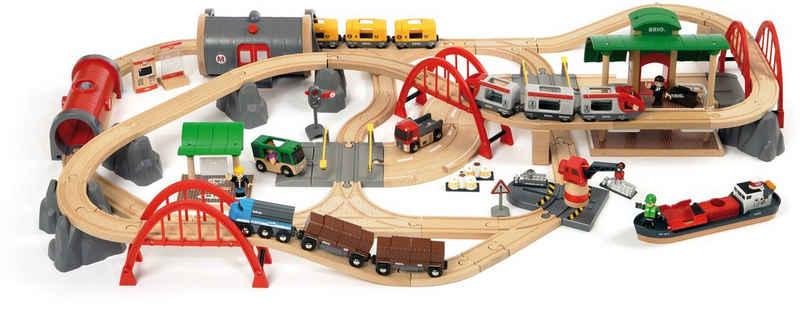 BRIO® Spielzeug-Eisenbahn »BRIO® WORLD Straßen & Schienen Bahn Set Deluxe«, (Set), FSC®-Holz aus gewissenhaft bewirtschafteten Wäldern