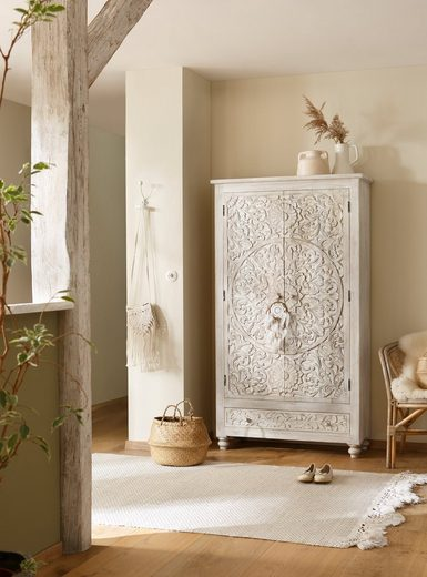 Home affaire Stauraumschrank »Fenris« aus massiven, pflegeleichten Mangoholz, mit dekorativen Schnitzereien, Höhe 180 cm