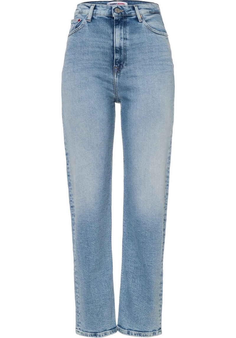 Tommy Jeans Straight-Jeans »Julie UHR STGHT AE611 LBC« mit Used-Effekt am Saum & Tommy Jeans Logo-Badge