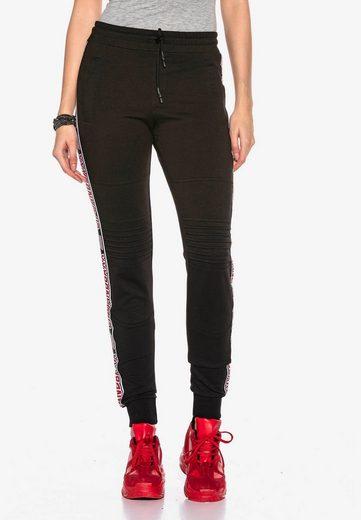 Cipo & Baxx Sweathose mit stylischem Markenstreifen