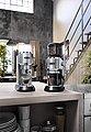 De'Longhi Siebträgermaschine ECKG6821.M, inkl. Dedica Kaffeemühle KG 521.M, Tamper, Abschlagbox und Milchaufschäumkännchen im Wert von 338,- € UVP, Bild 12