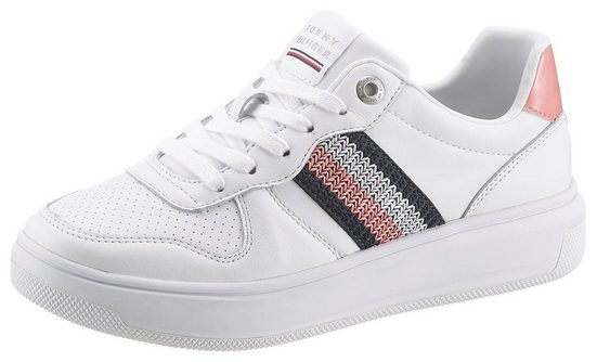 TOMMY HILFIGER »CORPORATE TOMMY LEATHER CUPSOLE« Plateausneaker mit farbigem Aufnäher