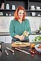 RÖSLE Gemüsemesser »Masterclass«, scharfes Küchenmesser zum Schneiden von Obst und Gemüse, Made in Solingen, Klingenspezialstahl, ergonomischer Griff, Nussbaumholz, Bild 4