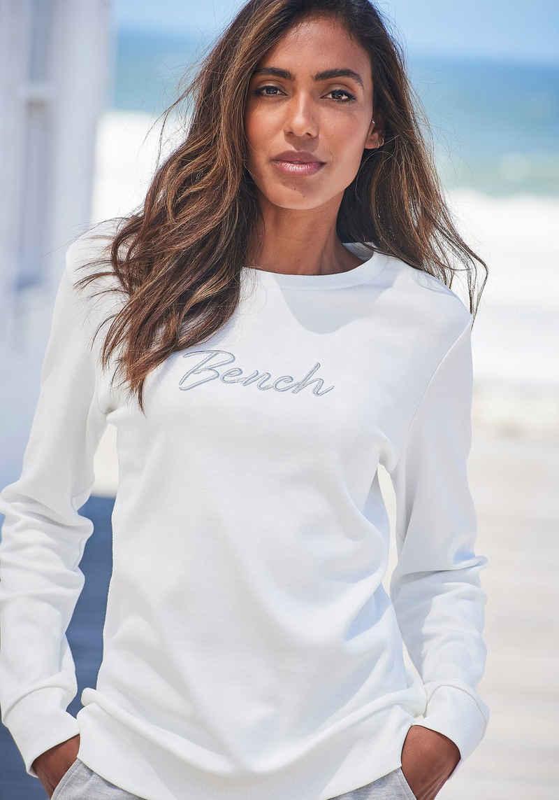 Bench. Sweatshirt mit glänzender Logostickerei