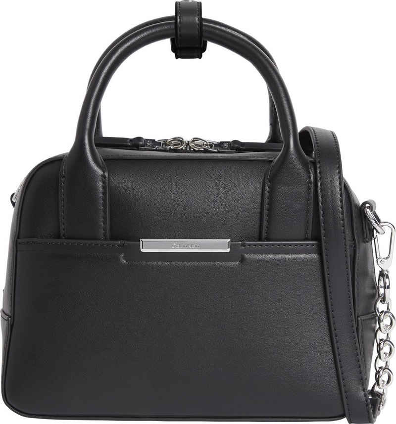Calvin Klein Henkeltasche »FOCUSED BOWLING BAG SM«, mit silberfarbenen Kettendetails im Umhängeriemen