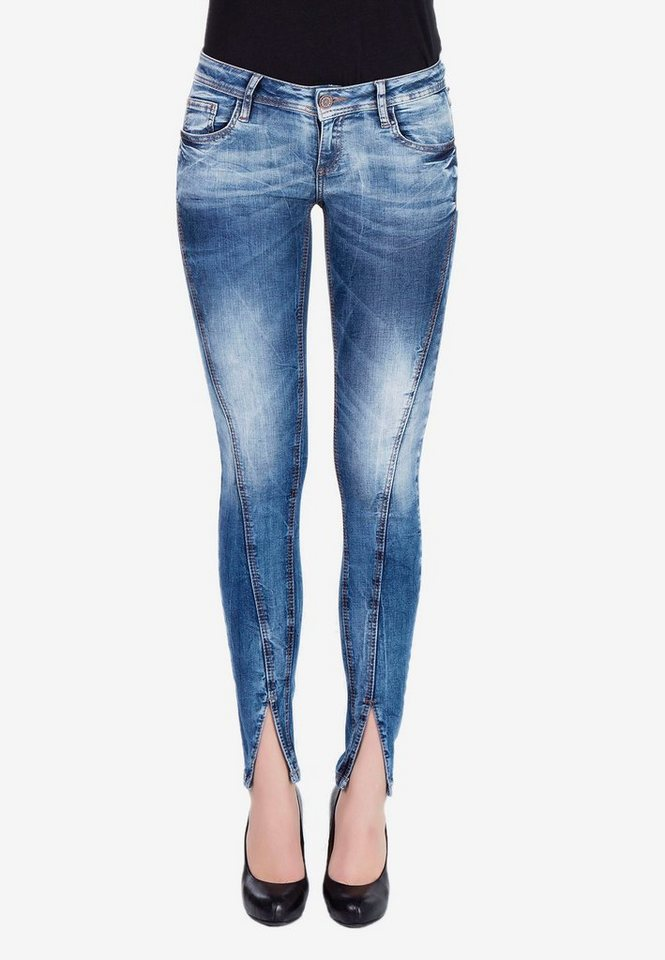 cipo & baxx -  Bequeme Jeans mit trendiger Ziernaht in V-Form