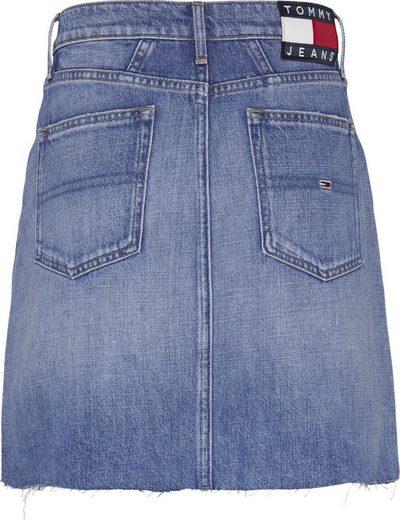 Tommy Jeans Jeansrock »Mom Denim Skirt Dart AE633 HYMBR« mit Tommy Jeans Logo-Badge