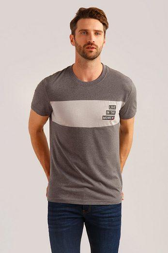 Finn Flare T-Shirt mit Print auf der Brust