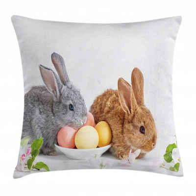 Abakuhaus Kissenbezug »Waschbar mit Reißverschluss Kissenhülle mit Farbfesten Klaren Farben Beidseitiger Druck«, Osterhase 2 Kaninchen, die mit Eiern