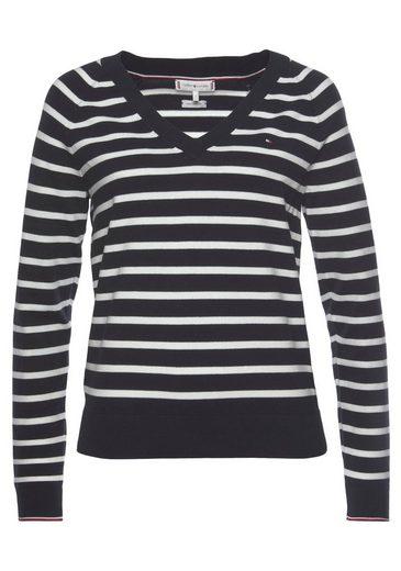 Tommy Hilfiger V-Ausschnitt-Pullover »V-Nk Sweater« im Ringeldessin allover