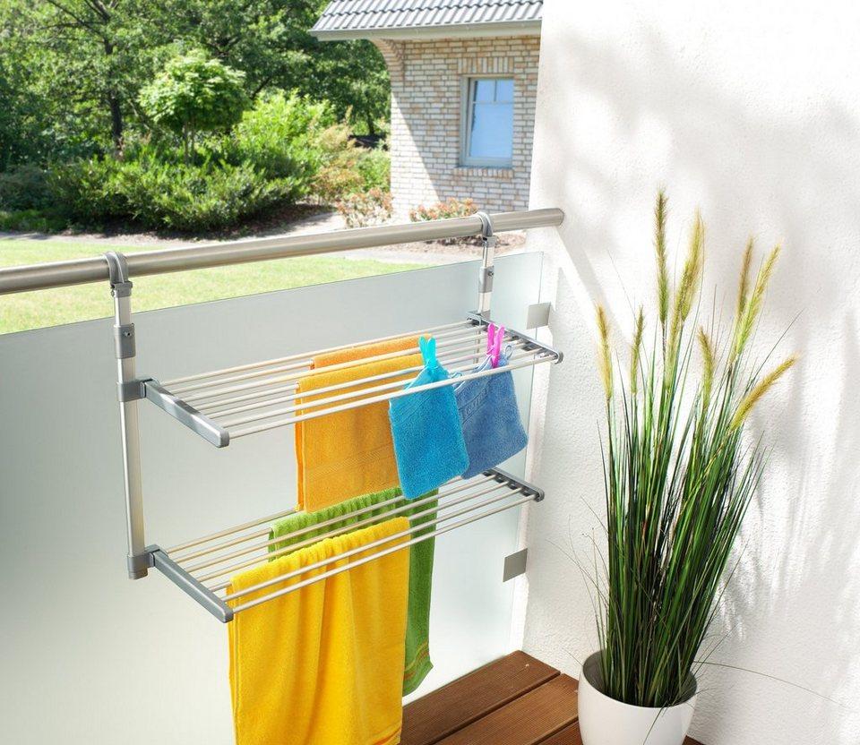 Wäsche über Balkonbrüstung Hängen