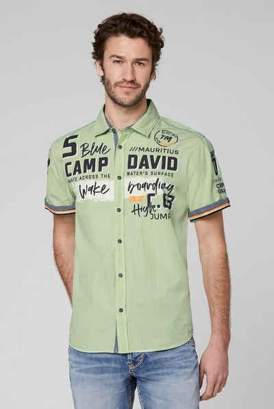 CAMP DAVID Kurzarmhemd mit Applikationen