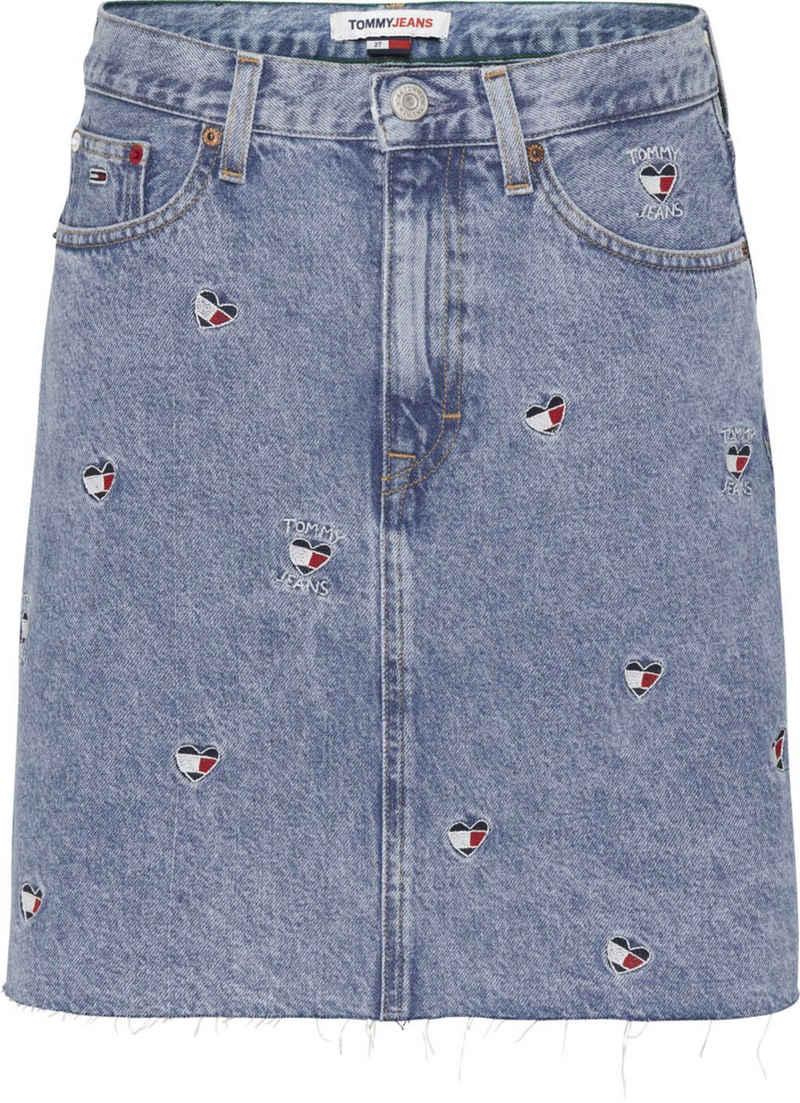 Tommy Jeans Jeansrock »Mom Denim Skirt AE710 Sclbr« mit allover Stickereien in Herzform