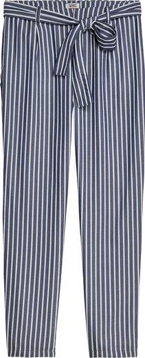 TOMMY JEANS Bundfaltenhose »TJW FLUID BOW DETAIL PANT« im modischem Streifen mit Tommy Jeans Logo-Flag