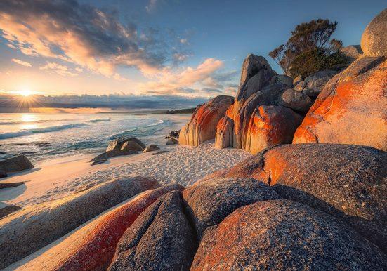 Komar Fototapete »Bay of Fires«, glatt, mehrfarbig, natürlich, bedruckt, (8 St)