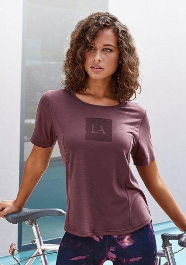 LASCANA ACTIVE T-Shirt mit Teilungsnähten und Logodruck
