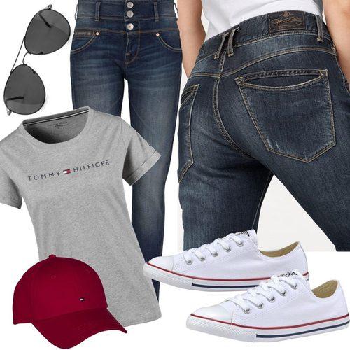 laessiges-freizeit-outfit-jeans-blau-grau-rot-weiss-5ce6cf40b914250c3d856049